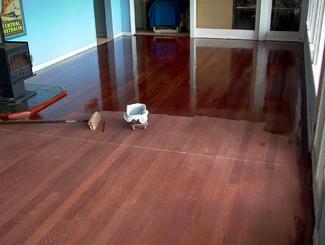 lakierowanie podłogi